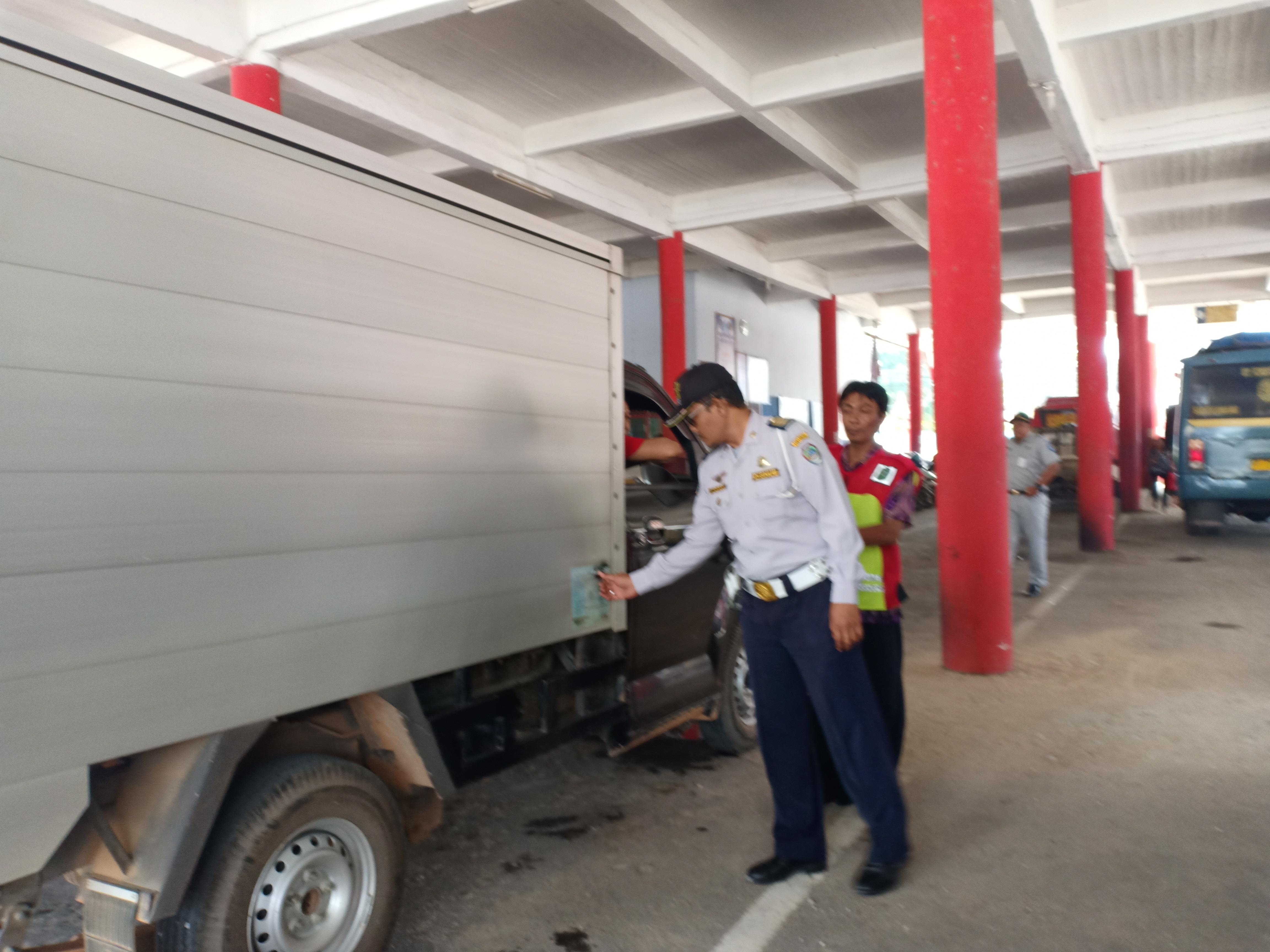 Dinas Perhubungan Kabupaten Landak Melaksanakan Giat Uji Petik Kendaraan Bermotor.